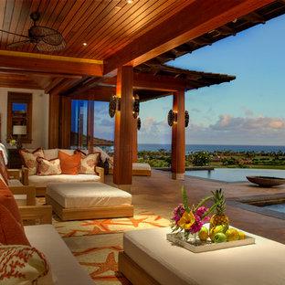 Exemple Du0027une Très Grande Terrasse Arrière Exotique Avec Du Carrelage Et  Une Extension De