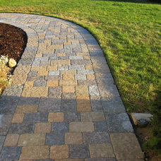 Traditional Patio by Chaparral Pavers of Santa Maria