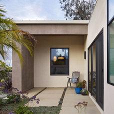 Modern Patio by Boor Bridges Architecture
