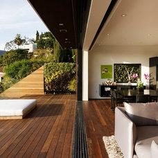 Contemporary Patio by Avante Interiors