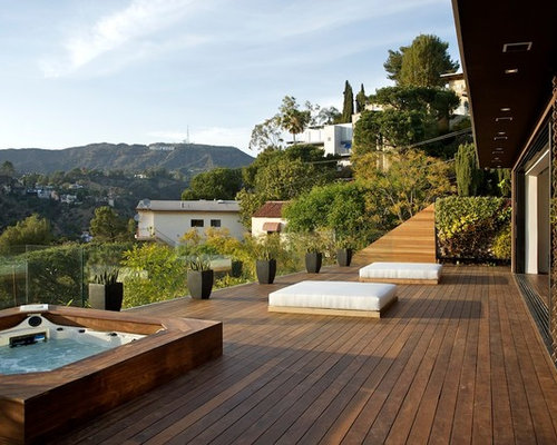 Example Of A Trendy Patio Design In Los Angeles With Decking