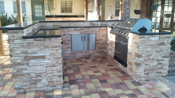 U shaped outdoor kitchen and bar area