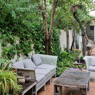Imagen de patio actual, sin cubierta, en patio, con suelo de baldosas