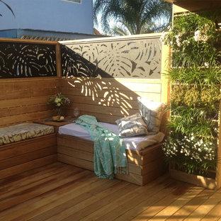Immagine di un patio o portico minimalista di medie dimensioni e in cortile con pedane