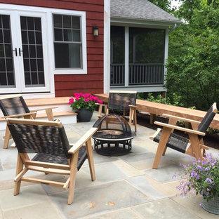 Immagine di un piccolo patio o portico minimal dietro casa con un giardino in vaso e pavimentazioni in pietra naturale
