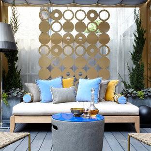 Esempio di un patio o portico eclettico con un gazebo o capanno