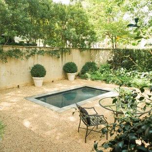 Diseño de patio campestre, de tamaño medio, sin cubierta, en patio trasero, con fuente