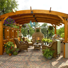 traditional patio by Jerrell's Landscapes & Nurseries Inc