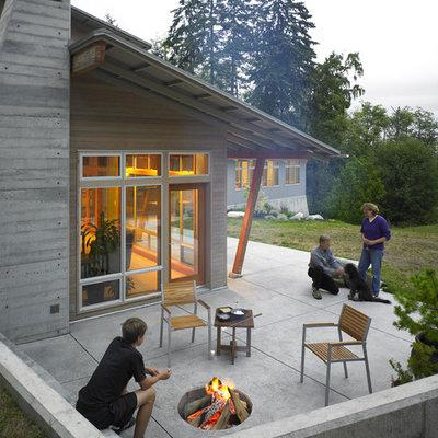 Trendy patio photo in Seattle