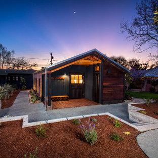 Idéer för att renovera en mellanstor lantlig gårdsplan, med granitkomposit och takförlängning