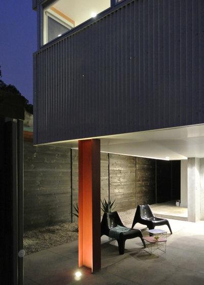 Contemporary Patio by (fer) studio