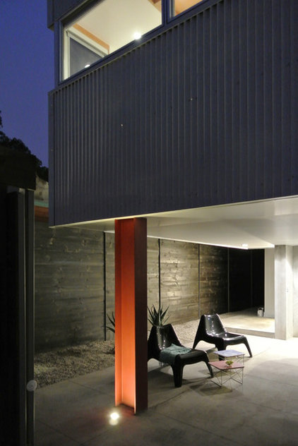 Contemporary Patio by (fer) studio
