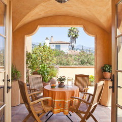mediterranean patio by Allen Associates