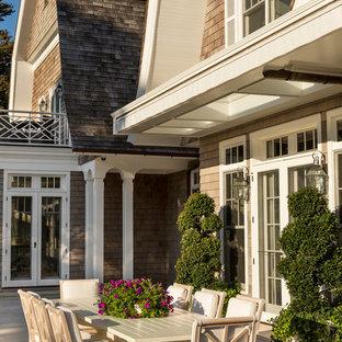 Idee per un ampio patio o portico vittoriano dietro casa con pavimentazioni in pietra naturale