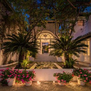 Imagen de patio mediterráneo, sin cubierta, con fuente
