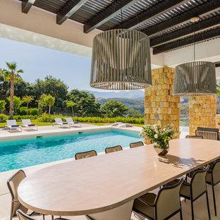 Foto de patio mediterráneo en patio trasero y anexo de casas