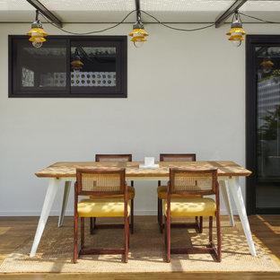 Diseño de patio contemporáneo, de tamaño medio, en patio trasero y anexo de casas