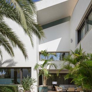 Diseño de patio actual, sin cubierta, en patio trasero, con adoquines de ladrillo