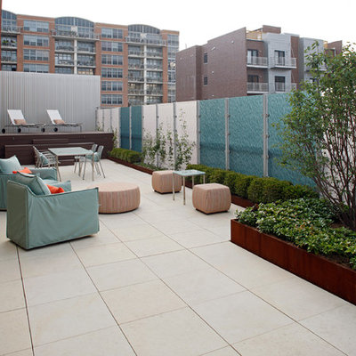 Inspiration for a contemporary patio remodel in Chicago