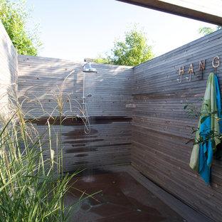 Неиссякаемый источник вдохновения для домашнего уюта: летний душ в стиле рустика