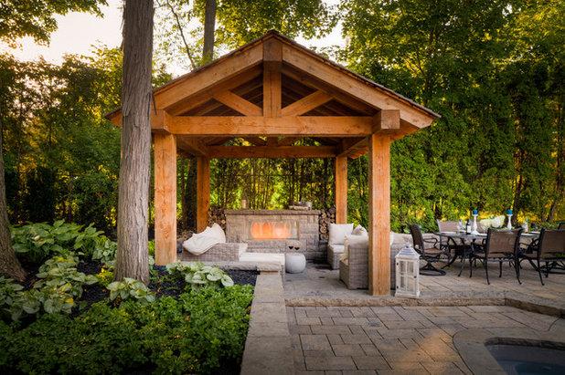 トラディショナル テラス・中庭 by Cedar Springs Landscape Group