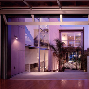 Inspiration for a modern patio remodel in Los Angeles with no cover