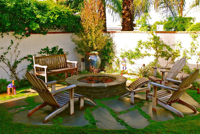 Beach Style Patio by Wendy Resin Interiors