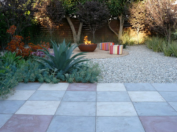 Contemporary Patio by Valle de Verde