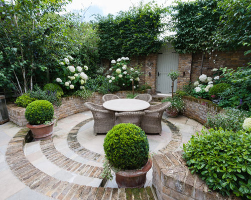 Small Traditional Courtyard Brick Patio Idea In London
