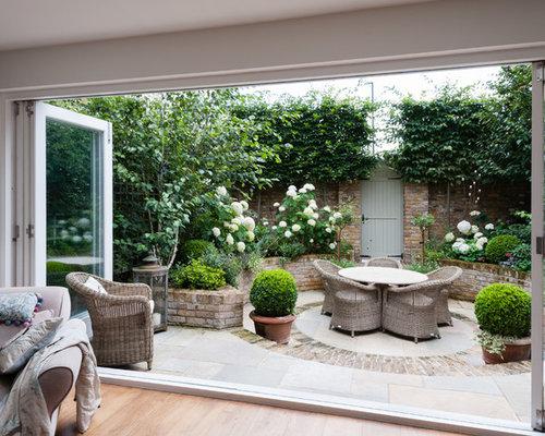 Kleine pergola und patio klassisch klassische innenhof - Cocinas con salida al patio ...