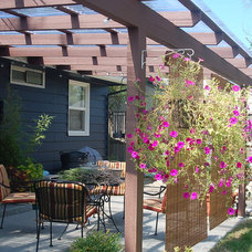 Traditional Patio West Seattle cottage
