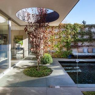 Contemporary patio in Geelong.