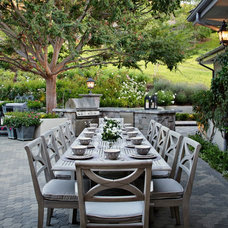 Traditional Patio by MODEL DESIGN INC.