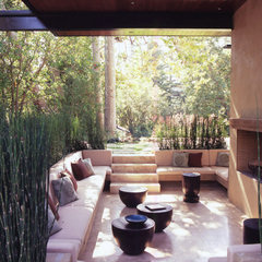 modern patio by Studio William Hefner