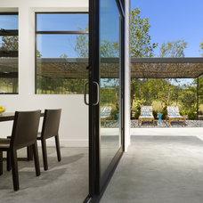 Contemporary Patio by Bevan Associates