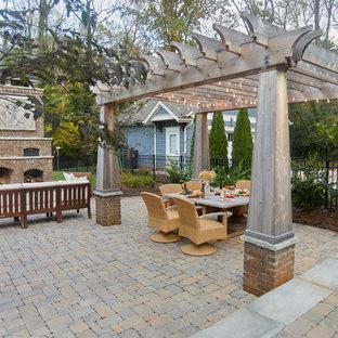 シャーロットのトラディショナルスタイルのおしゃれな裏庭のテラス (屋外暖炉、レンガ敷き、パーゴラ) の写真
