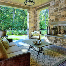 Craftsman Patio by DESIGN GUILD HOMES
