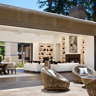 ロサンゼルスのカントリー風おしゃれなテラス・中庭 (日よけなし、ファイヤーピット) の写真