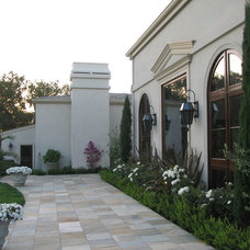 Traditional Patio by Michelle Bond, Thumbellina Gardens Inc