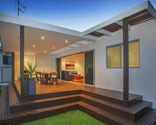 Foto e idee per patii e portici patio o portico moderno for Portico laterale in stile casa in stile charleston