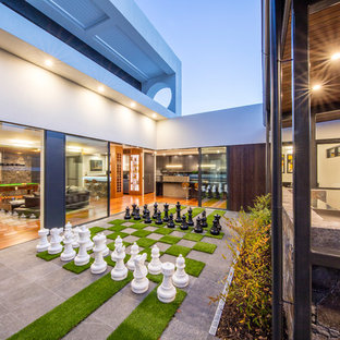 Inspiration for a contemporary patio in Canberra - Queanbeyan.