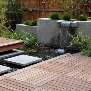 Idee per un patio o portico etnico dietro casa e di medie dimensioni con fontane, pedane e nessuna copertura