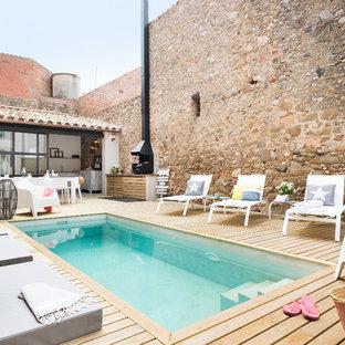 Idee per una piscina monocorsia rustica rettangolare di medie dimensioni e dietro casa con una dépendance a bordo piscina e pedane