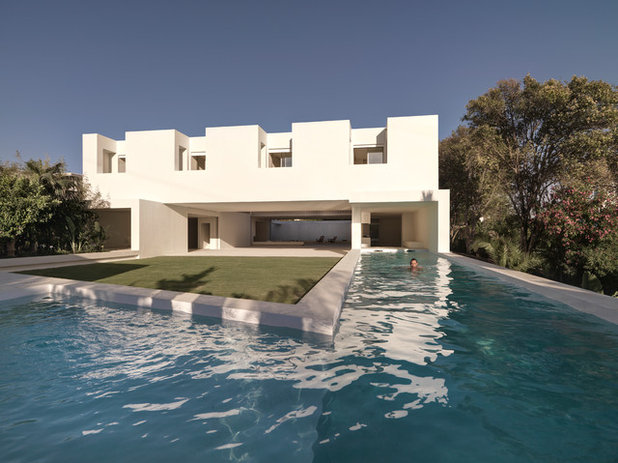 Contemporary Pool by gus wustemann architects