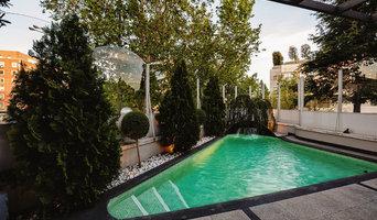 Descube la bella reforma de una terraza y jardín atemporales