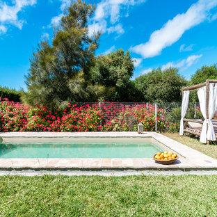 Foto de piscina mediterránea rectangular