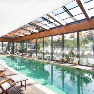 Foto de piscina alargada, actual, extra grande, interior y rectangular