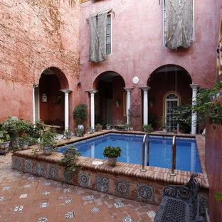 Imagen de piscina elevada, mediterránea, rectangular, en patio, con adoquines de ladrillo