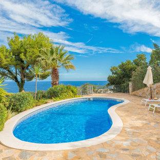 Imagen de piscina mediterránea tipo riñón