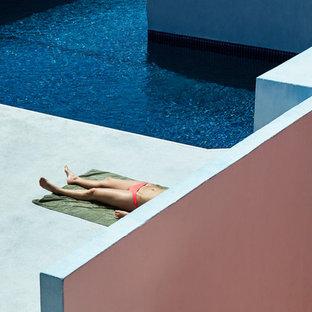 バルセロナのエクレクティックスタイルのおしゃれなプールの写真